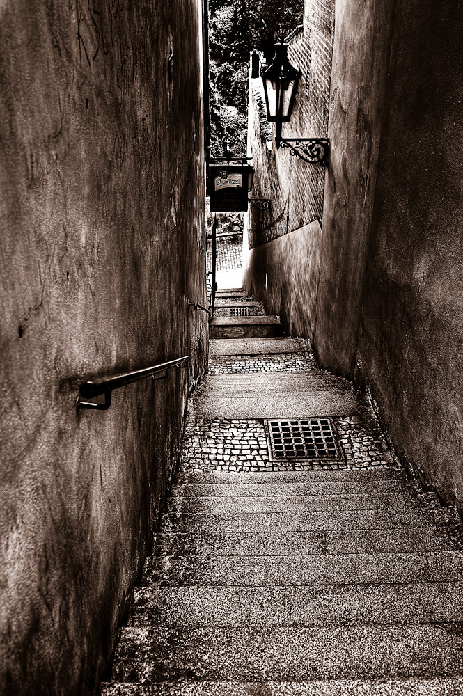 20100526142432-yup0380and8more-narrow-stairs.jpg